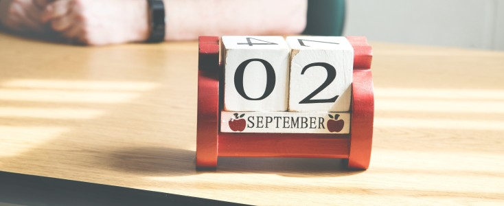 teachers-desk-calendar_4460x44600